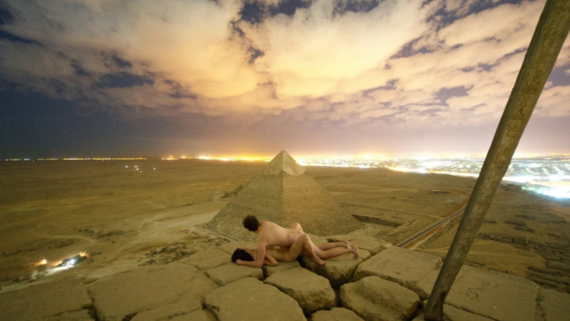Egypt investigates 'pyramid nude photo shoot'