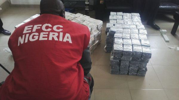 EFCC arrests man at Kano airport with $207,000