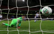 English League Cup: Kane's penalty gives Tottenham edge over Chelsea