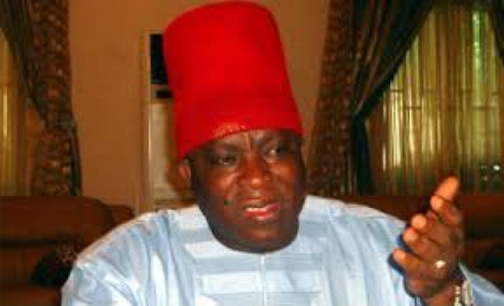 Senator Umeh donates cash to 53 indigent traders and students in Anambra