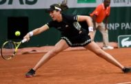 French Open: Johanna Konta reaches third round