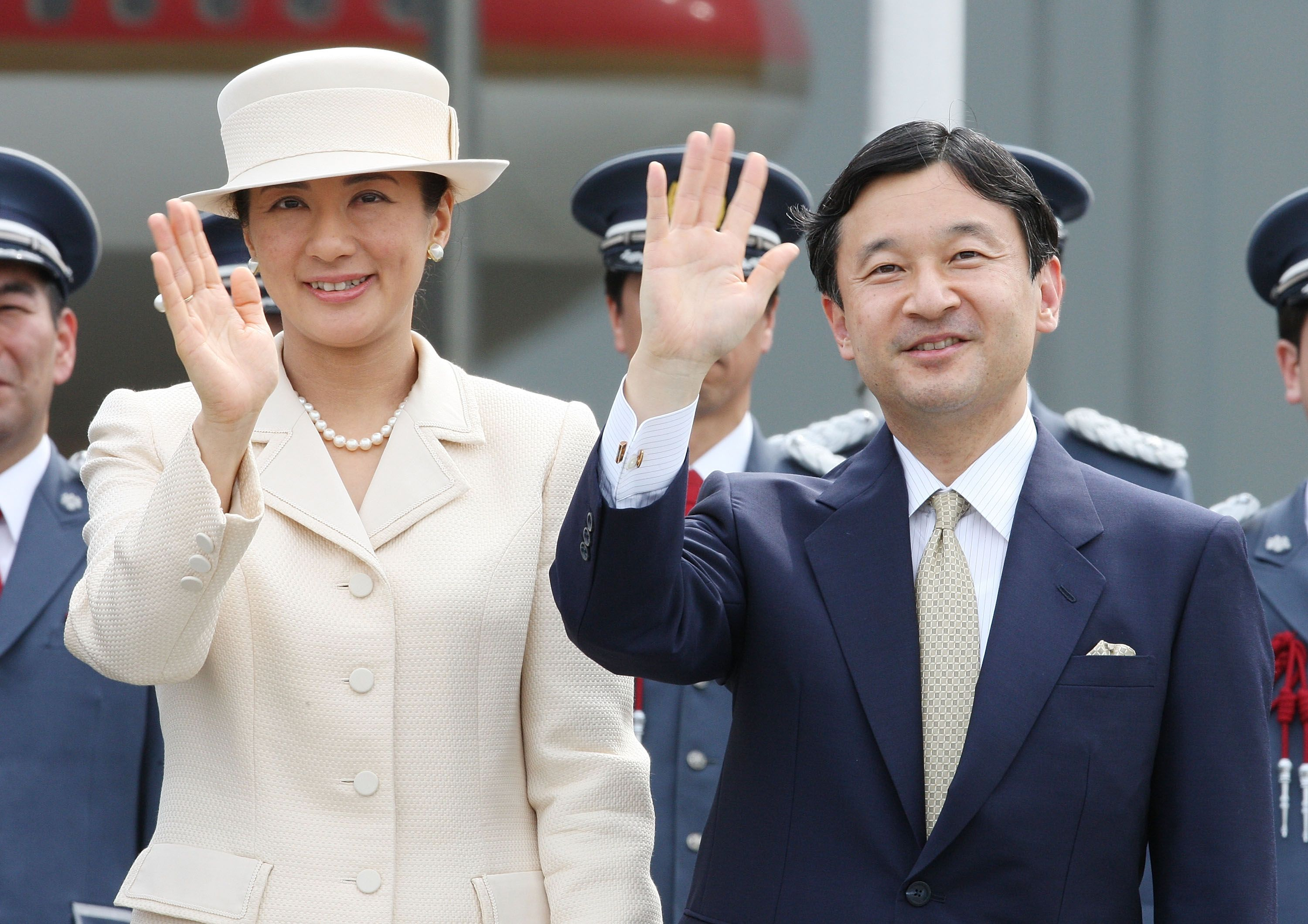 Naruhito: Japan's 126th emperor proclaims enthronement in ancient ceremony