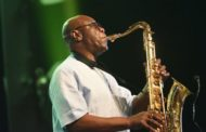 Manu Dibango: African saxophone legend dies of Covid-19 aged 86
